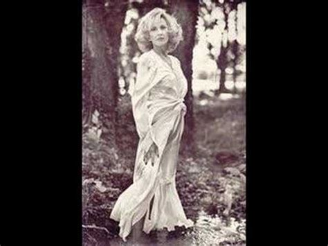 TAMMY WYNETTE - SOMEBODY HOLD ME UNTIL HE PASSES BY - YouTube