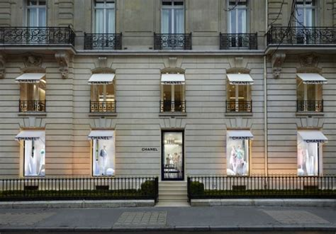 Avenue Montaigne fashion shops
